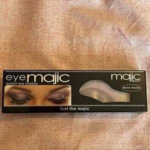 Eye Majic Instant Eyeshadow